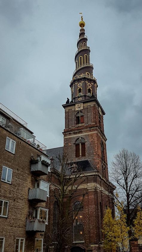 Kościół Vor FrelsersKirche z wieżą widokową.