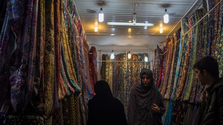 Sklep z materiałami, Vakil Bazaar, Shiraz.