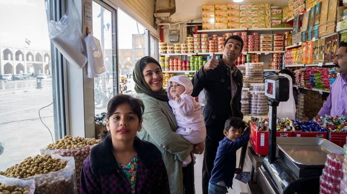 Hasan i jego rodzinka w sklepie ze słodyczami. Zapraszali do domu, ale jechaliśmy w innym kierunku