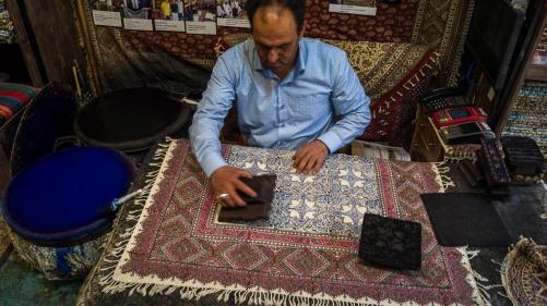Tradycyjny wyrób isfahańskich obrusów