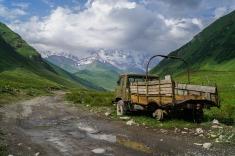 W drodze ku podnóżu Szchary, okolice Uszguli